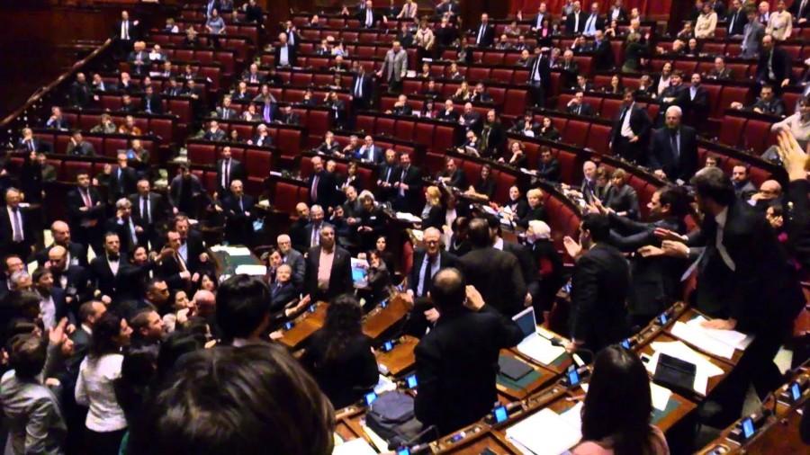 Comportamenti offensivi e linguaggi volgari benvenuti in for Rassegna stampa parlamento